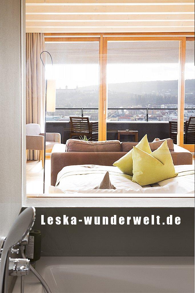 Leska-Wunderwelt-Fotografin-Wuerzburg-Fotoshooting-Interieur-Raum-Gebaeude-Gewerbe-Wand-Zimmer-Zuhause-Wohlgefuehl-Fenster-Aussicht-Schloss-Schlosshotelsteinburg-Steinburg-Hotel-Bad-Schlafzimmer-Hotelzimmer-234.jpg