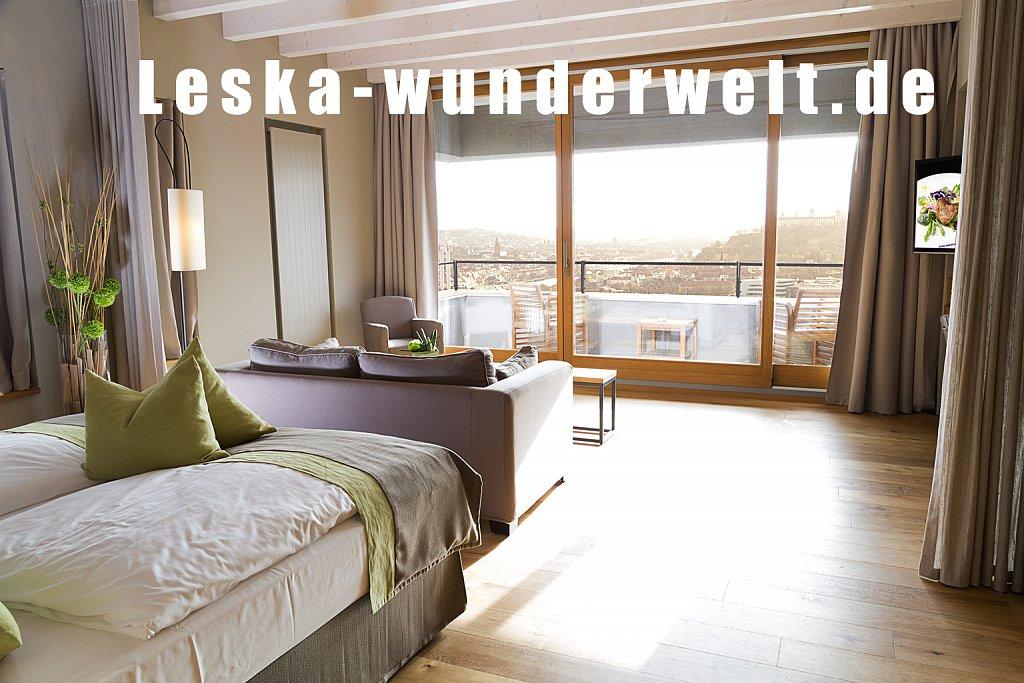 Leska-Wunderwelt-Fotografin-Wuerzburg-Fotoshooting-Interieur-Raum-Gebaeude-Gewerbe-Wand-Zimmer-Zuhause-Wohlgefuehl-Fenster-Aussicht-Schloss-Schlosshotelsteinburg-Steinburg-Hotel-Bad-Schlafzimmer-Hotelzimmer-244.jpg