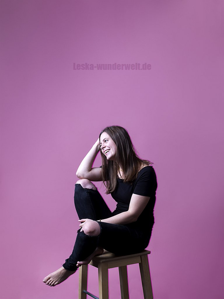 Leska-Wunderwelt-Fotografin-Wuerzburg-Fotoshooting-Profie-Frau-Studio-Lila-Jung-Portrait-Modern-Ni-92.jpg