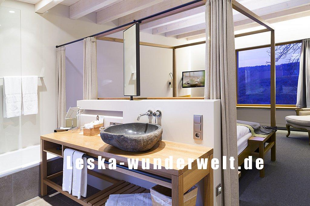 Leska-Wunderwelt-Fotografin-Wuerzburg-Fotoshooting-Interieur-Raum-Gebaeude-Gewerbe-Wand-Zimmer-Zuhause-Wohlgefuehl-Fenster-Aussicht-Schloss-Schlosshotelsteinburg-Steinburg-Hotel-Bad-Schlafzimmer-Hotelzimmer-114.jpg